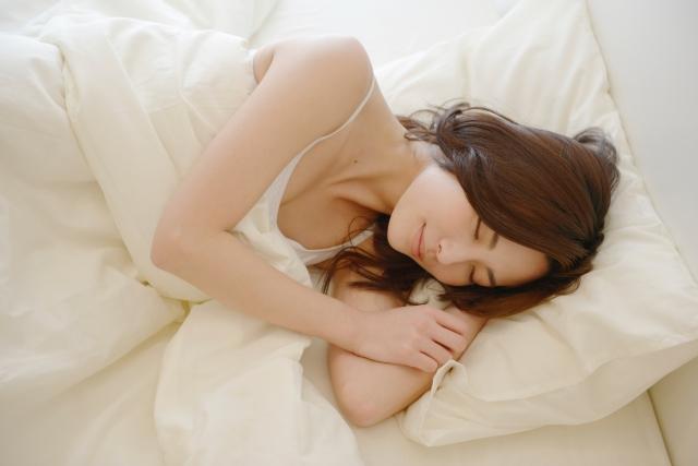 グッスリ眠る女性